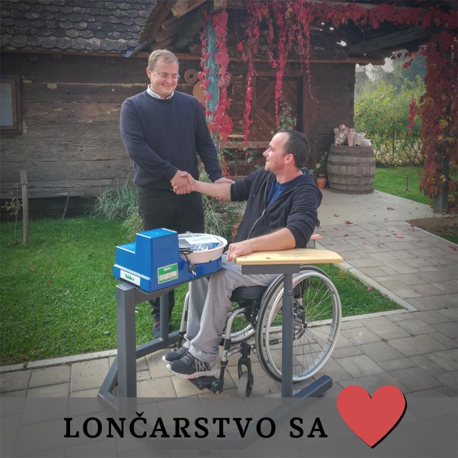 Petrinjsko lončarstvo sa srcem: Matej Stanešić je svom učeniku Valentinu darovao lončarsko kolo, a desetak godina kasnije Valentino je lončarsko kolo darovao svom učeniku Silviju